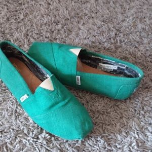 Tom's green canvas slip on size 8.5